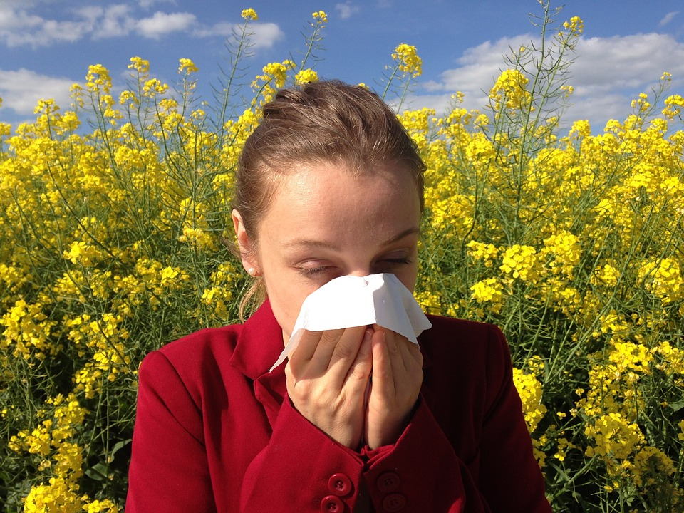 When is an allergic reaction an emergency?